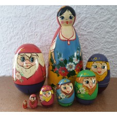 8 piece Snowhite  Russian Doll